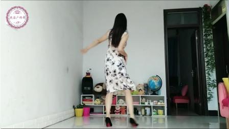 好看的美女千篇一律,迷人的舞蹈可不多见哦!我勉强及格吧