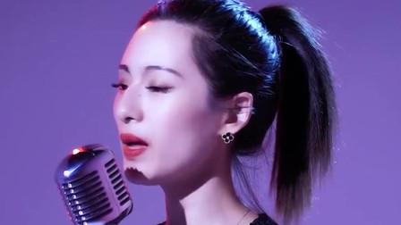 女歌手唱《伪装》歌声甜美动人,好听极了