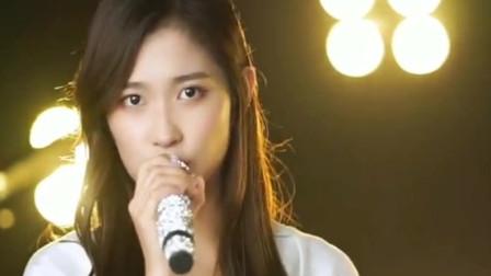 女歌手唱经典老歌《梦醒时分》早知道伤心总是难免的