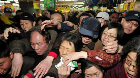 """日本游客也在中国""""哄抢"""",知道他们疯狂购买的东西,纷纷笑了"""
