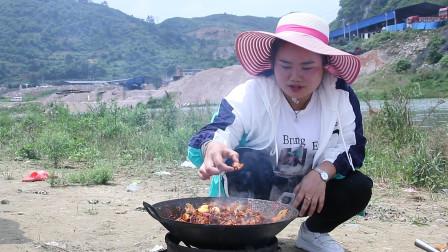 6斤鸡和半斤辣椒这样炒一锅,又辣又香,下酒又下饭