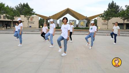 鬼步舞基础步《八字平移》,老师一步一步教,后面的学员都会了