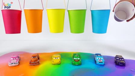 锻炼宝宝的动手能力,喷涂彩色的小轿车