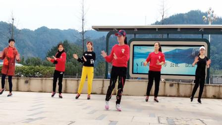 最新广场舞《姑娘我等你》32步,老师现场一步步分解,大家学的好认真