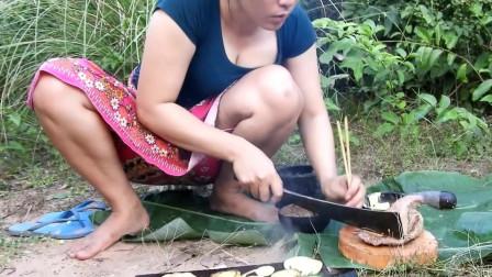 东南亚大嫂穿裙子在野外烧烤牛肉野外吃,东南亚的野外美食