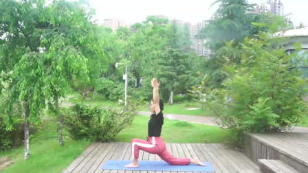 适合初学者的瑜伽动作,简单方便,在家就可以轻松变美
