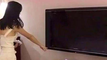 情侣在入住酒店时,为何要拔掉电视的插头?看完你也应该学一下