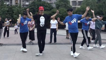 鬼步舞必学6个基础步之《扭腰步》,花2分钟练习5遍,轻松学会!