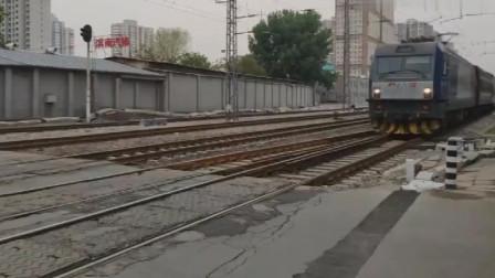 Y533次北京西-张家口南(原色S25K),和谐电依旧这么清新,高速通过广南道口