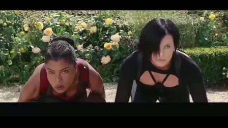 女战士潜入敌人后花园,本以为是一片草丛,没想到全是青色钢针!