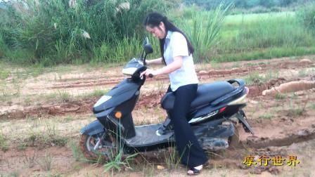 美女骑摩托车,美女踩发摩托车8