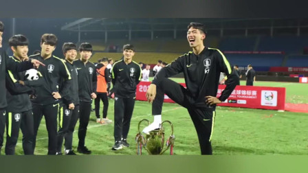 熊猫杯赛后韩国球员踩奖杯庆祝,网友:还有人做出不文明动作