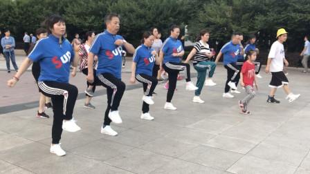 鬼步舞基础入门第一课《奔跑》,简单2步,大人小孩都能学!