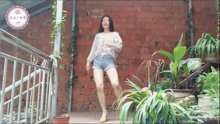 喜欢跳舞没办法,只要音乐响起世界就是我的!