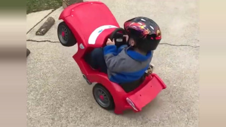 车开得好好的,怎么突然变成这样?萌宝被吓得哇哇直叫!