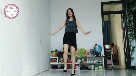 你跳舞的样子真美,看见你我好像有恋爱的感觉