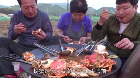 韩国妈妈极限挑战做大闸蟹,一家人吃的超幸福,这才是向往的生活啊!