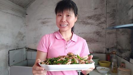 洋葱的做法 蒜苔的做法 鱿鱼须的做法