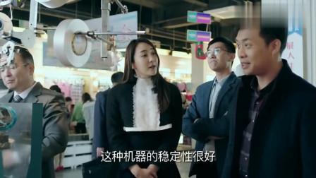 女翻译看不起穷小伙,小伙一开口直接买三台,拜金女瞬间被打脸