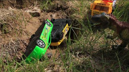 霸王龙把汽车撞进了深坑 救援车挖掘机能打败恐龙吗?