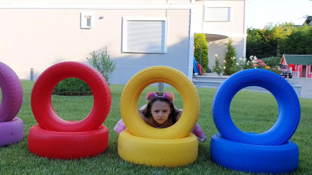 _改变游泳池的颜色有很多有趣的儿童视频