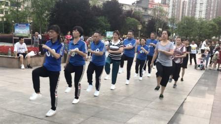 鬼步舞要跳好,基础很重要,坚持练习这个动作,30天就能成为高手