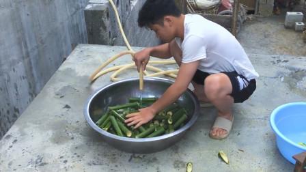 端午节你们那里只吃粽子?山里农民的特色竹筒饭!你还没见过吧?