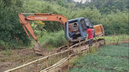 挖掘机工作视频 挖掘机挖土表演视频