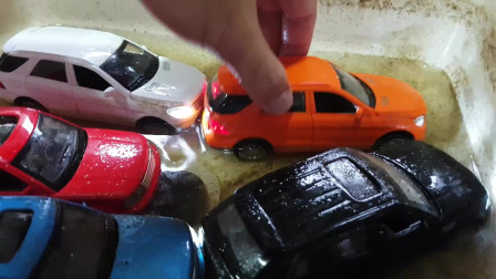 汽车掉进浑水里为孩子们制作的新型汽车视频