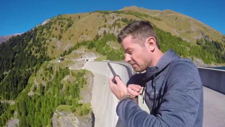 国外小伙把保龄球从165米高的大坝扔下去,网友:太惊险了!