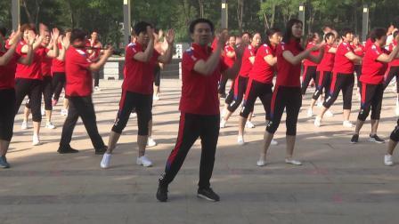 文明礼让斑马线 天天美广场舞表演队