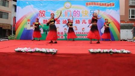庆六一幼儿园老师舞蹈表演《掀起你的盖头来》