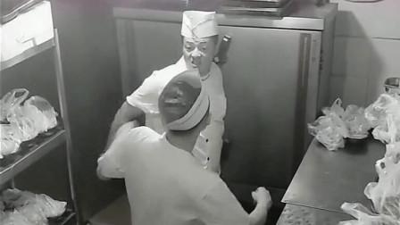 监控底下人才多,厨房拍到这一幕,原谅我实在没忍住