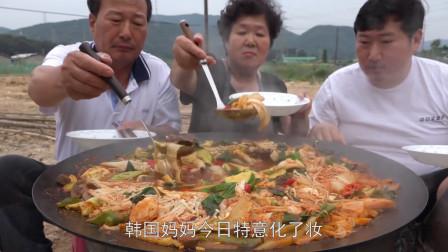 韩国妈妈在家做火锅,儿子飞舞的眉毛告诉你好不好吃,网友:看得我都流口水了