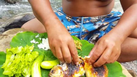 野外东南亚在岩石上烹饪鱼来吃,美味野外食物
