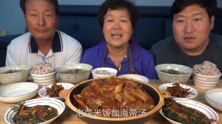 国外吃播:妈妈做泡菜米饭+海带汤,儿子吃得直吧唧嘴,超能吃