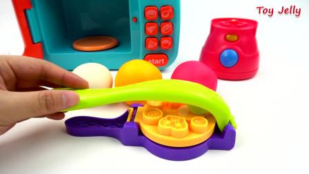 玩具微波炉和搅拌机游戏机胶球与游戏和冰淇淋粘糊糊的难以置信的惊喜蛋