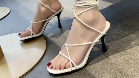网纱连衣裙搭配罗马凉鞋,怎么穿都很美美哒!