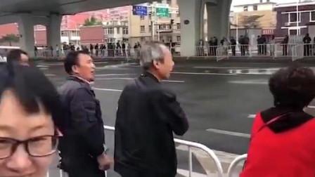 大爷:跑马拉松不是走马拉松!