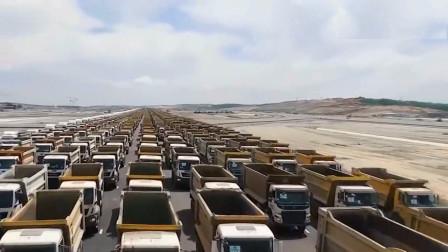 数千辆重卡列队进出工地,场面超级宏大!