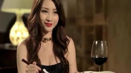 """屌丝男士:餐厅不让抽烟,结果大鹏这操作太""""神奇""""了,真逗"""