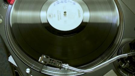 《走进美国》听得出温度的黑胶唱片卷土重来