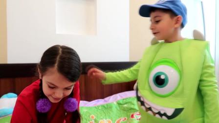 利昂和我妹妹莉莉玩彩色骰子视频给孩子们看