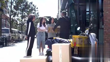 陈翔六点半:姑娘为了包裹在街头痛哭,对男朋友都没有这么上心