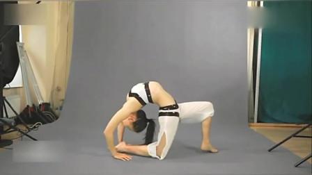 美女妹子把体操+柔术结合,简直太软了,网友:身材太好了!