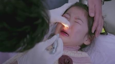 小女孩把花生吸到鼻子里,疼得哭个不停,帅哥医生一招轻松取出!