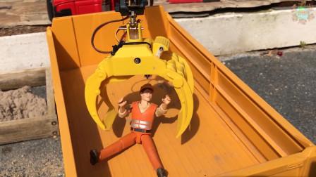 工人被水泥困住,带爪子的大汽车来救援!