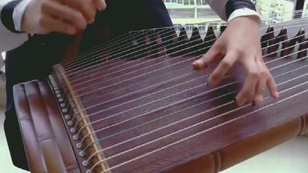 小姐姐古筝弹奏《夜深沉》,这指法技术一看就是高手!