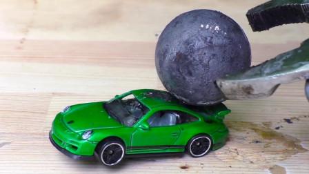 把1000度的铁球放在玩具车上,下一秒小车会变成什么样?