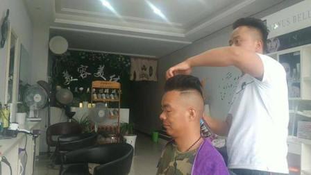 湖北襄阳: 好不容易有空,去剪头发和保养摩托车,这发型一言难尽